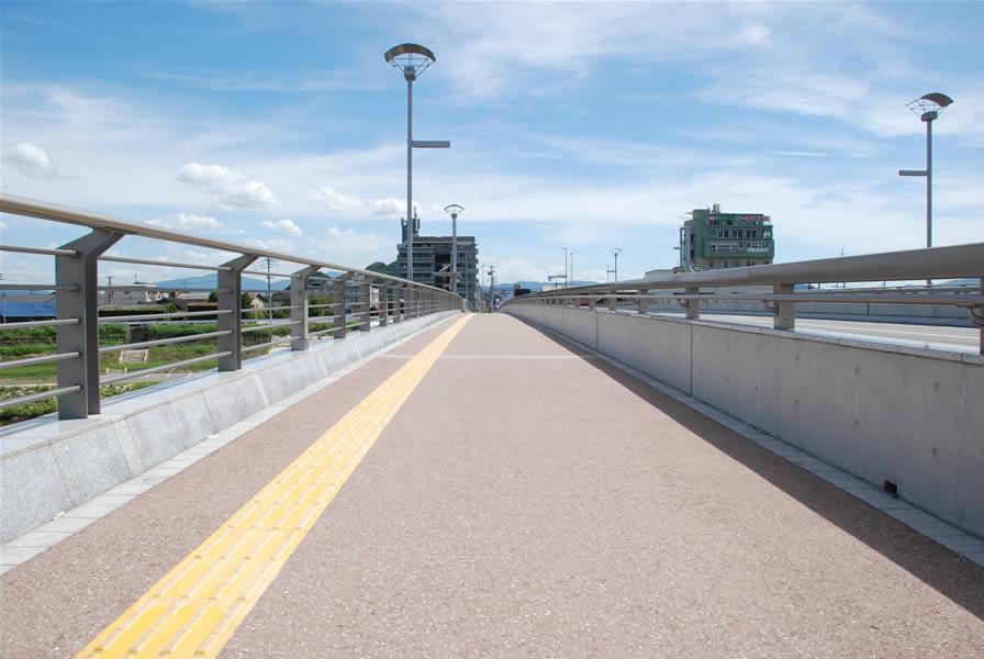 飯塚橋(密粒度ギャップ脱色アスファルト舗装)