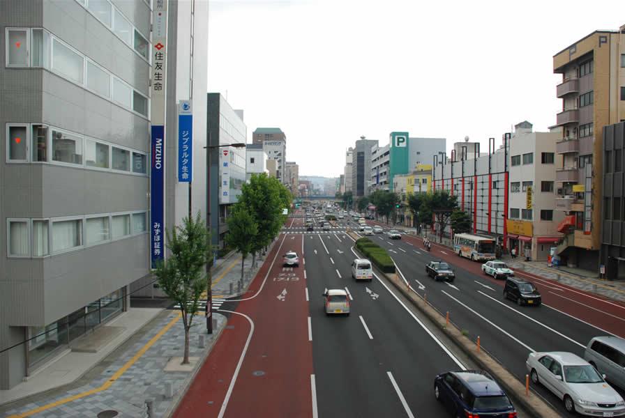 長崎県佐世保市バスレーン(排水性脱色アスファルト舗装)