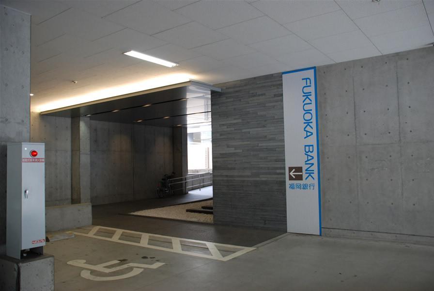 福岡銀行 箱崎支店(敷き砂利舗装・洗出し仕上)