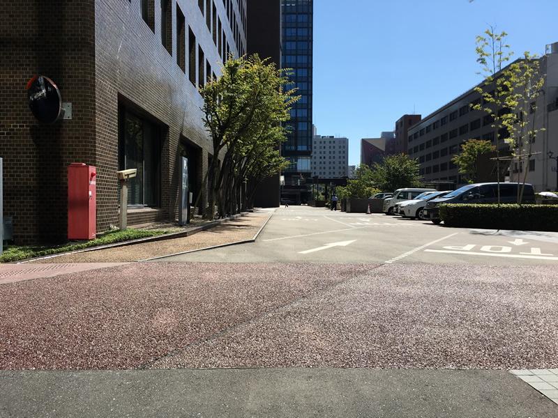 九電ビル その1(ポーラスコンクリート舗装)