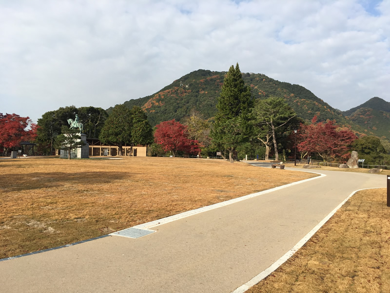亀山公園(密粒度脱色アスファルト舗装)