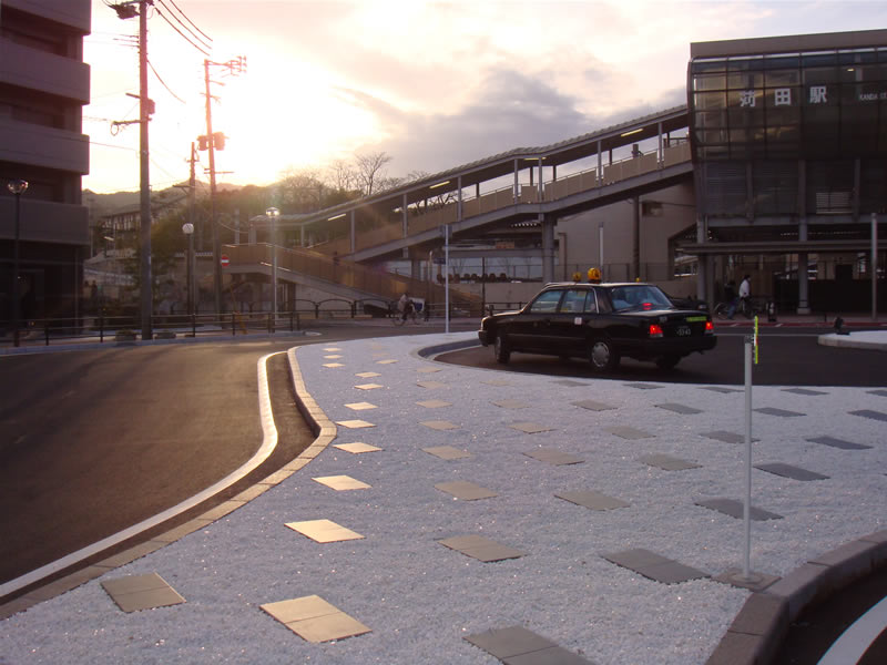 JR苅田駅(敷き砂利舗装・洗出し仕上)