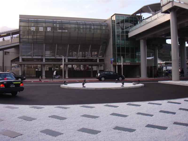 JR苅田駅(敷き砂利)