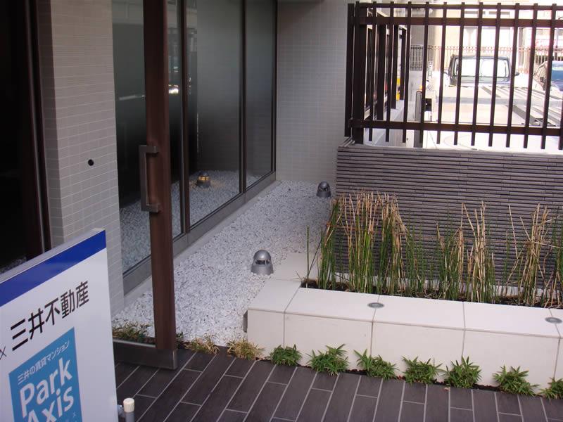 博多区マンション(敷き砂利)