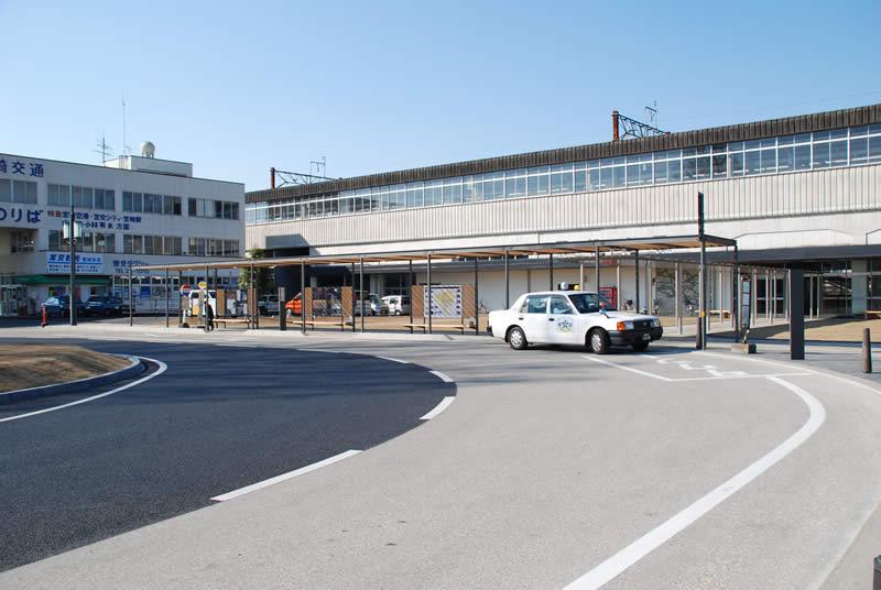 宮崎県西都城駅前ロータリー(半たわみ性舗装)