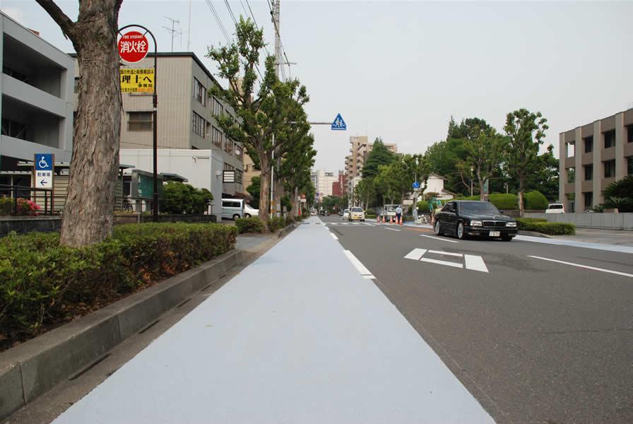 大分市自転車専用レーン(樹脂系滑り止め舗装・トップ付)