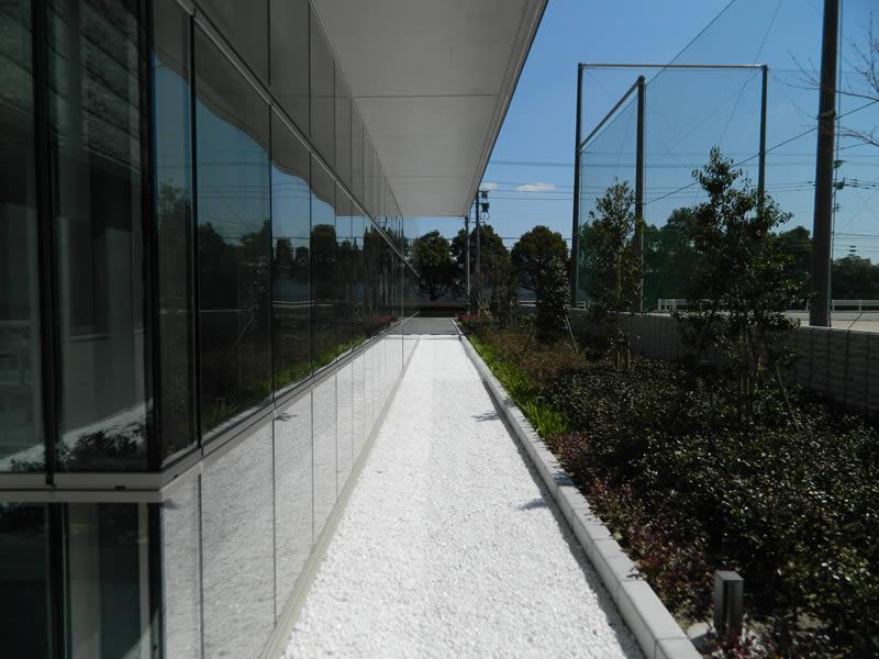 福岡県共同公文書館(敷き砂利)