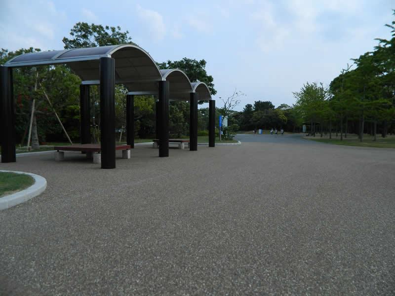 海の中道海浜公園(子供の広場)(透水性脱色アスファルト舗装)