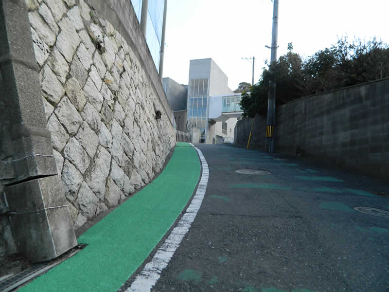 北九州市立門司中央小学校路側帯整備(樹脂系滑り止め舗装・トップ付)
