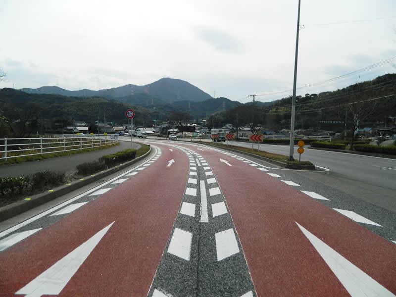北九州市門司区管内 車道(樹脂系滑り止め舗装・トップ付)