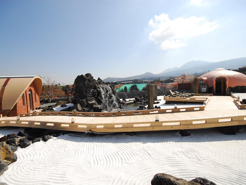 株式会社 阿蘇ファームランド様(阿蘇健康火山温泉)(敷き砂利)