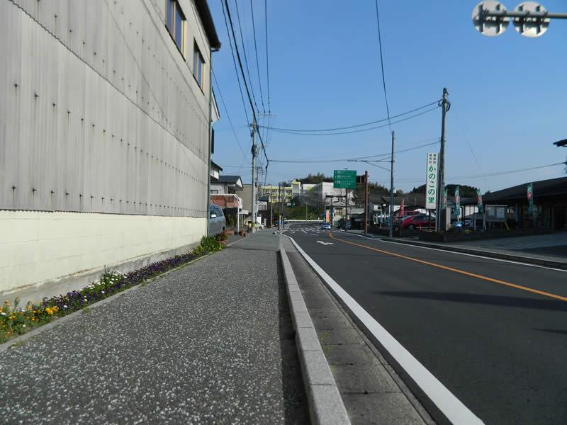 宗像市原町歩道(透水性脱色アスファルト舗装)