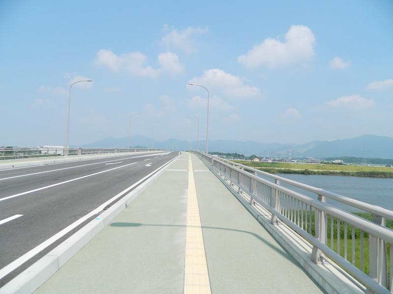 北九鞍手夢大橋(樹脂系滑り止め舗装・トップ付)