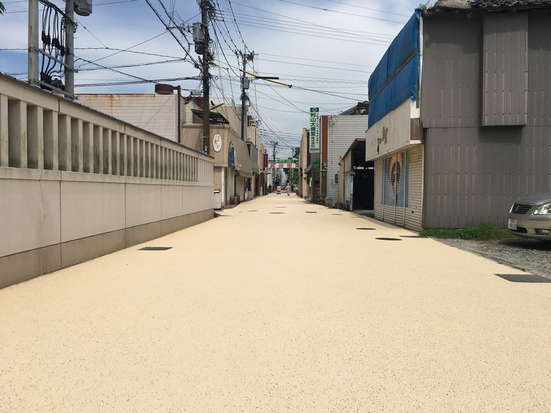 長崎街道整備工事(遮熱性舗装(開粒度アスコン))