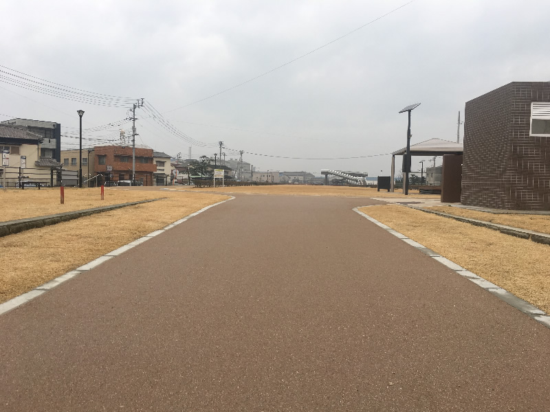 丸亀市東汐入川緑道(密粒度脱色アスファルト舗装)