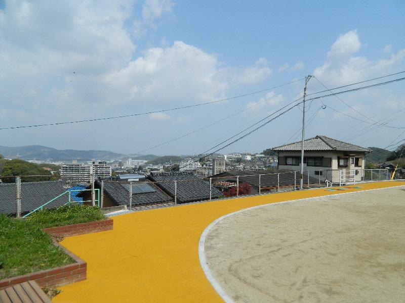 羽衣町中公園(樹脂系滑り止め舗装)