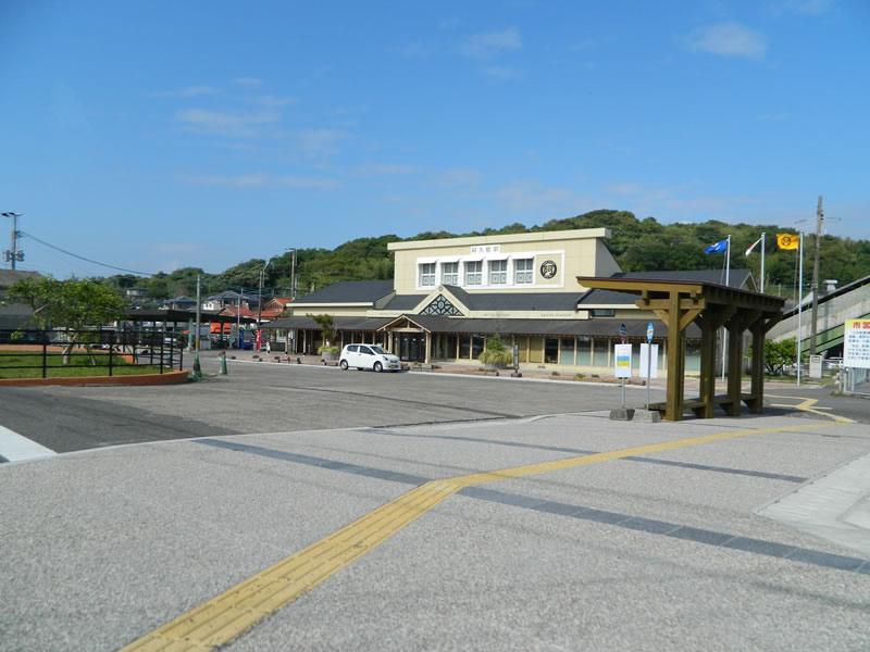 阿久根駅(ポーラスコンクリート舗装)